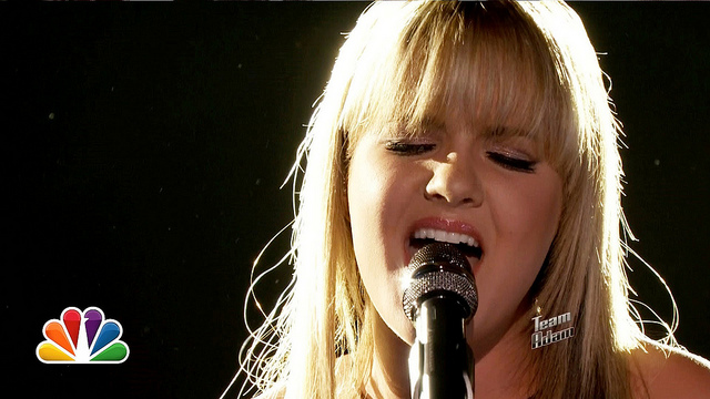 Amber Carrington sings Sad on the Voice